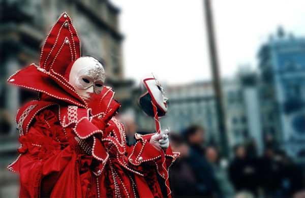 venice-carnival-mask1-b.jpg